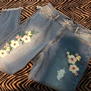 NWT Hollister Embroidered High Rise Cropped Jeans